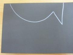 halve vis op zwart papier